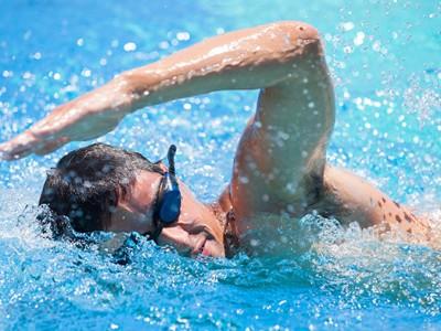 Cele 4 stiluri de înot fundamentale