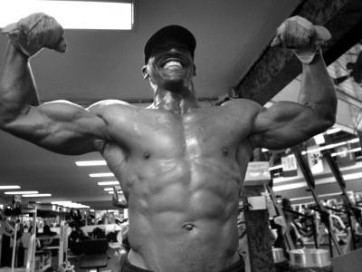 Sculptează-ți fizicul în 6 săptămâni: program de antrenament HIIT