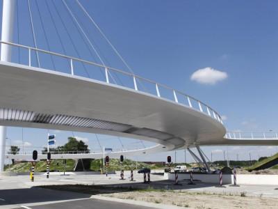Interesul pentru ciclism le-a adus olandezilor un sens giratoriu suspendat