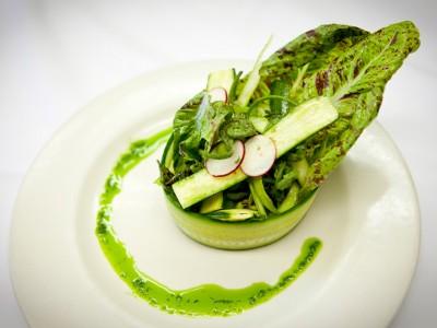 5 salate de primăvară bogate în proteine
