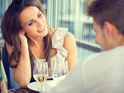 10 sfaturi pentru a nu o da în bară la prima întâlnire