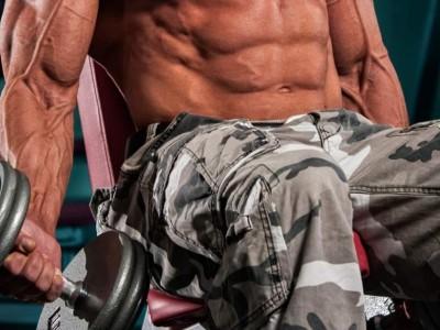 Flexii biceps la banca înclinată