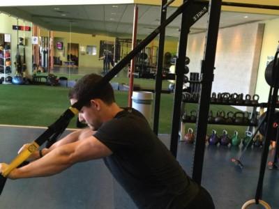 Extensii pentru triceps la TRX