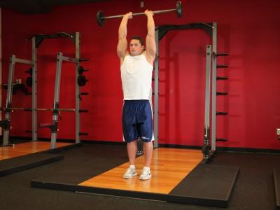 Extensii cu bara deasupra capului pentru triceps