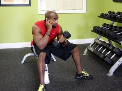 Cele mai enervante 8 lucruri care te distrag în sala de fitness