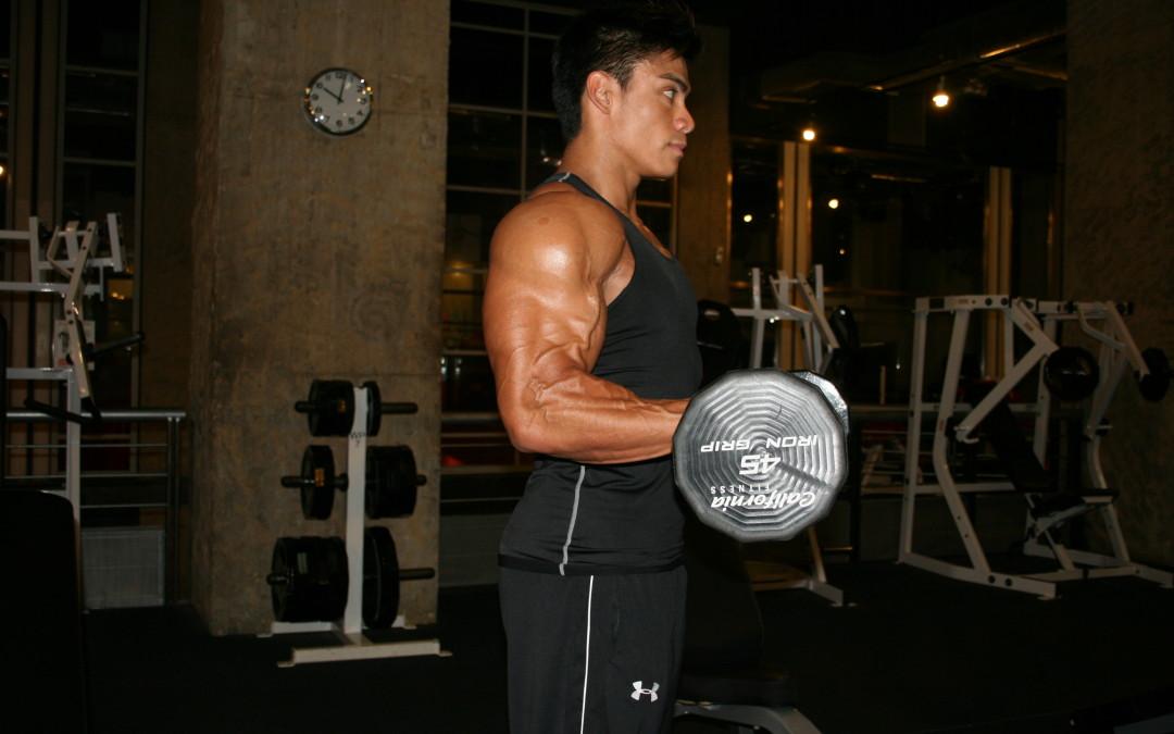 Flexii biceps cu haltera la banca declinată