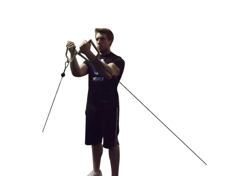 Fluturări la cablu pentru pectoralul superior