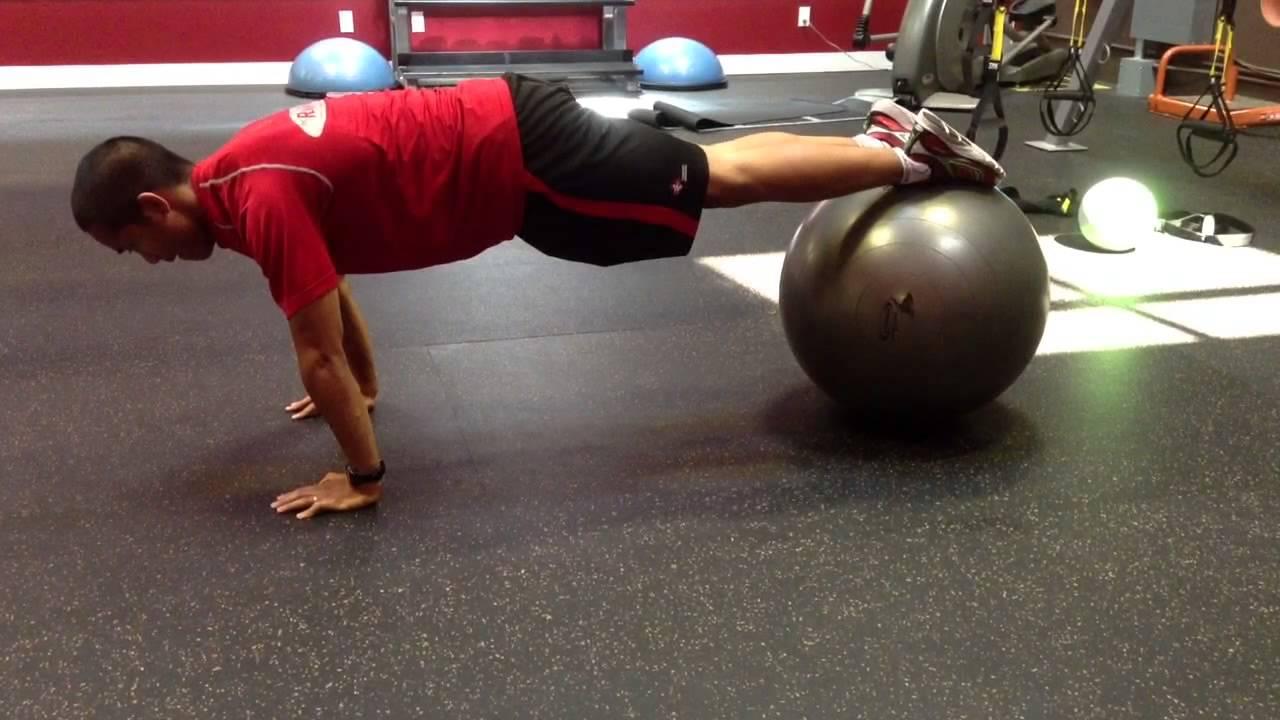 Flexii de genunchi la mingea de fitness