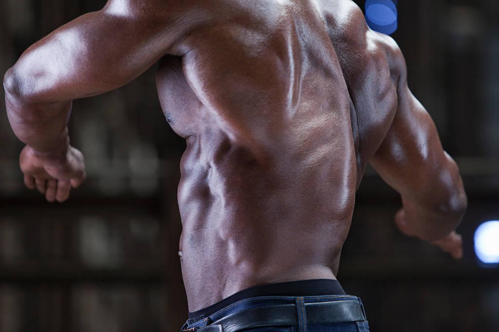 5 exerciții pentru un spate mai mare