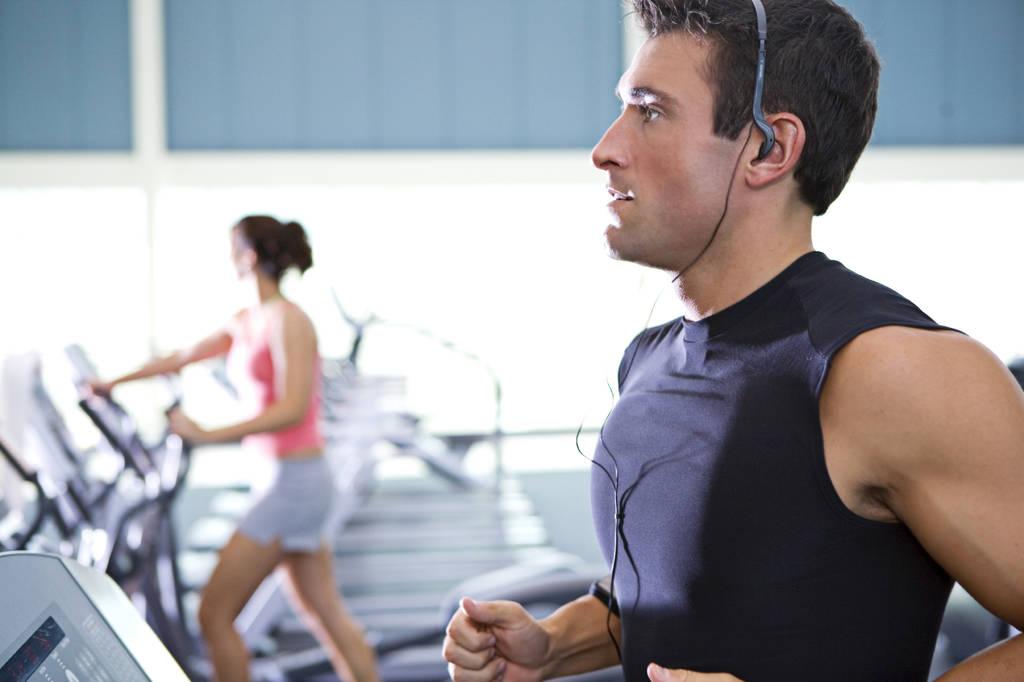 12 reguli nescrise din sala de fitness